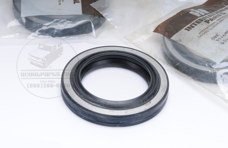 Scout II, Scout 800 Rear Outer Axle Seal - Dana 44 Axle