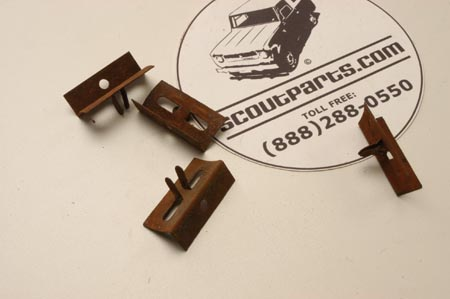Scout II, Scout 80, Scout 800, Travelall - Grille Clip Used