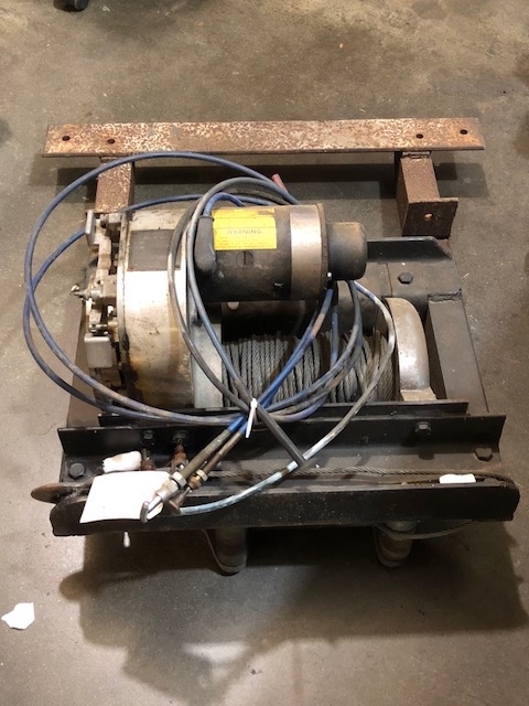 Scout II Winch Warn Belleview With Cables And Frame - Vintage
